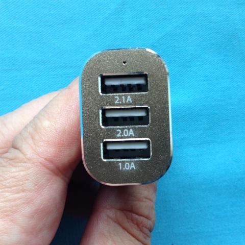 Omakerカーチャージャー3USBポート26W/5.1A