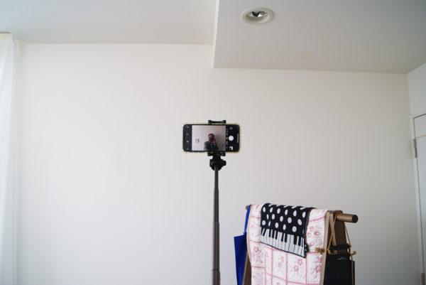 iPhone X を装着した BlitzWolf自撮り棒